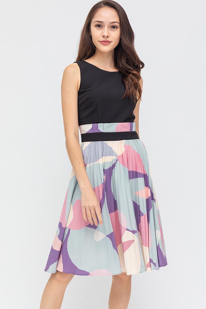 Modern Inspiration Pleated Dress (Black)